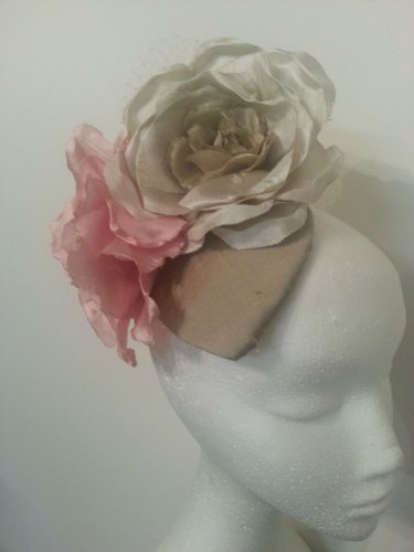 Gorgeous Fascinator Headpiece Ideal For The Races