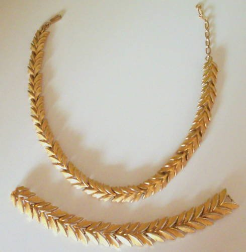 Vintage Crown Trifari Leaves Necklace Bracelet Set