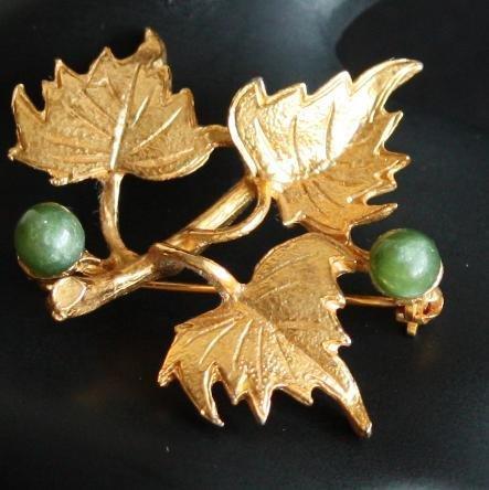 Vintage Signed Hobe Grape Fine Jade Pin/Brooch
