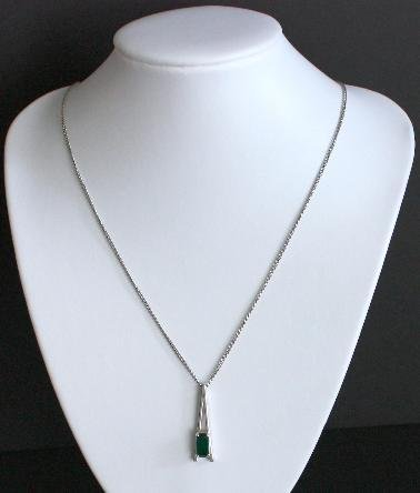Vintage Avon Green Glass Pendant Chain Necklace