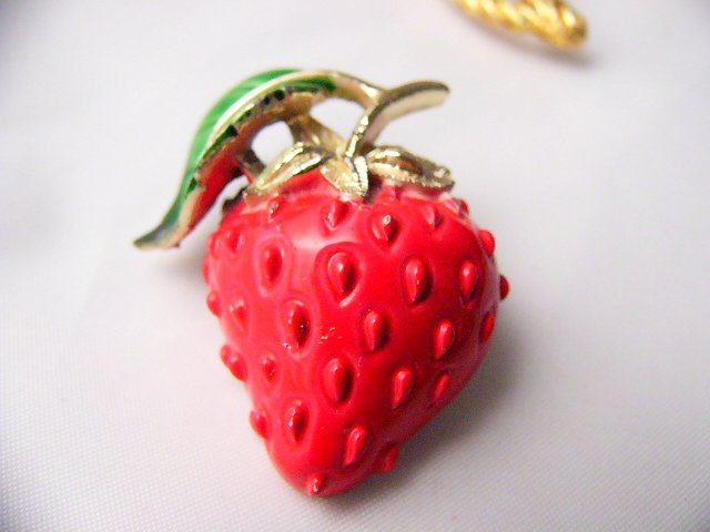 Yummy  Strawberry Pin Fruit enamel  brooch retro