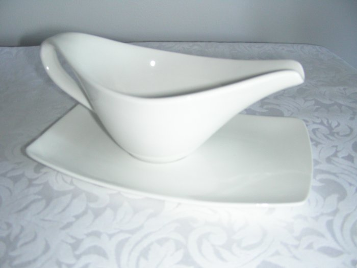 SAUCE BOAT WITH DISH WHITE DURABLE PORCELAIN NEW BOX