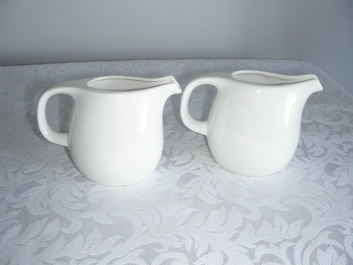 SAUCE BOAT WHITE SET OF 2 DURABLE PORCELAIN NEW BOX