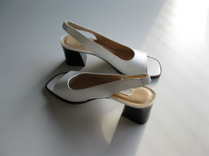 NEW LADIES SHOES WHITE CALICO LEATHER SIZE 7M