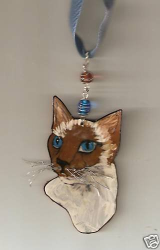 SIAMESE CAT NECKLACE WIRE  AND BEADS  HANDPAINTED