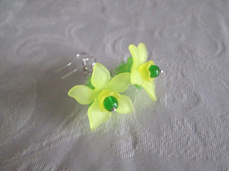 "New! Handmade �Tinkerbell"" Acrylic Flower Bloom and Crystal Silver Tone Earring"
