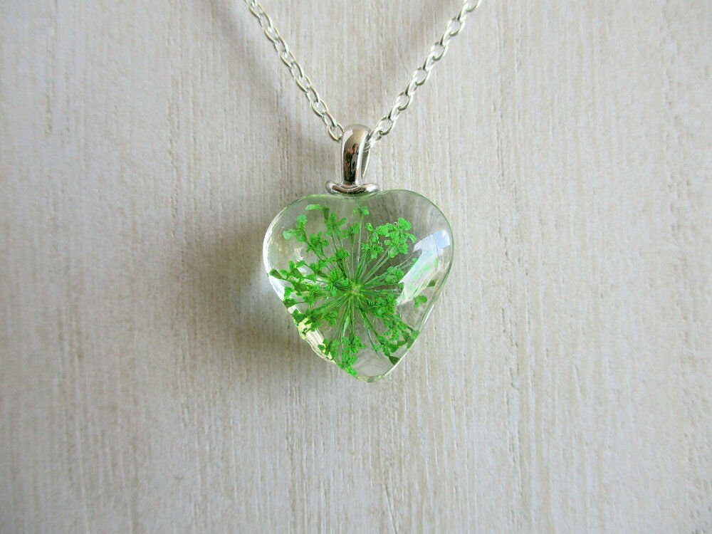 Green Queen Anne's Lace Real Flower Heart Glass Silver Tone Necklace Pendant