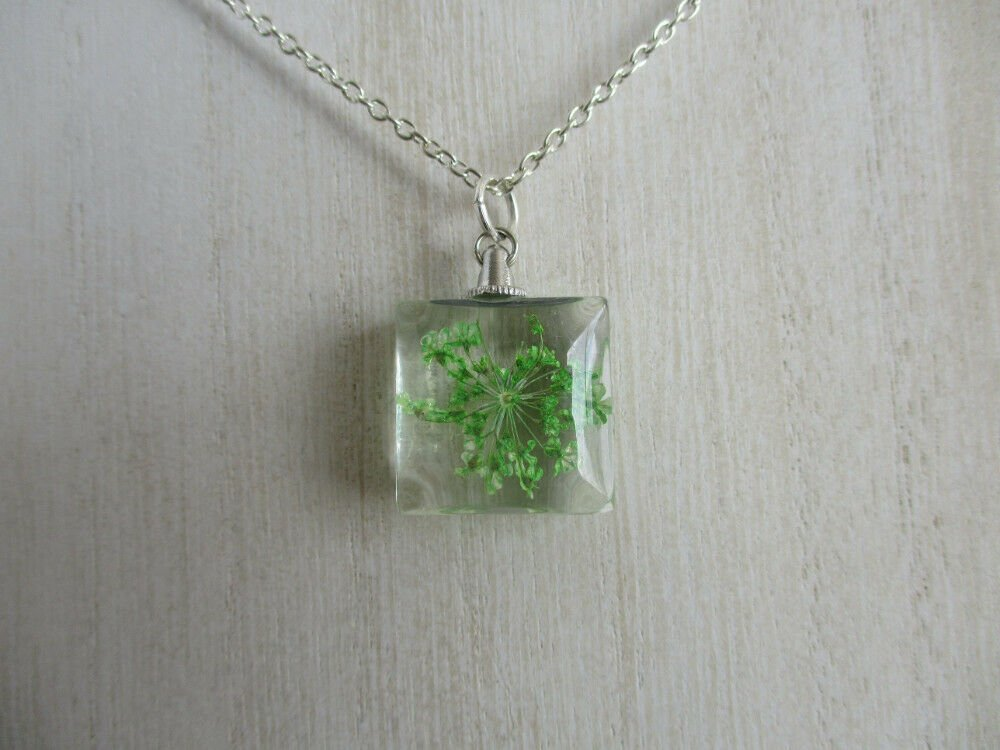Green Queen Anne's Lace Real Flower Square Glass Silver Tone Necklace Pendant