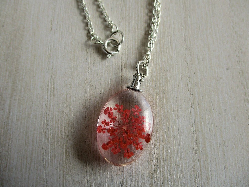 Red Queen Anne's Lace Real Flower Oval Glass Silver Tone Necklace Pendant