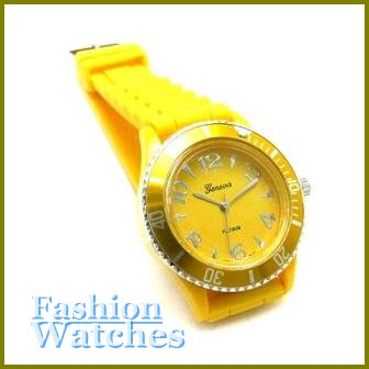 Featured Unisex Styling! Purple rubber strap fashion watch and bonus gifts. Limited Time.