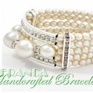 A fashion bracelet with classic design featuring accent moda pearls by JONFRANCA.