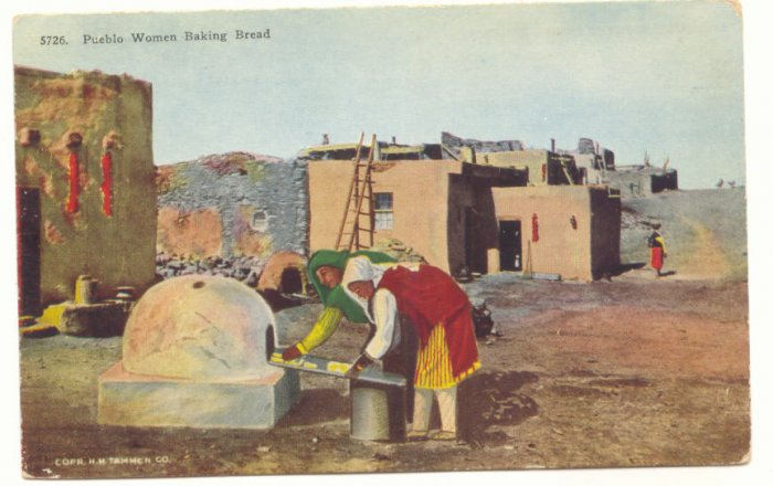 PUEBLO WOMEN BAKING BREAD, VINTAGE POSTCARD NEW MEXICO   #191