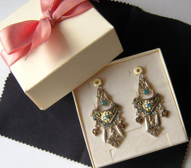 Elegant Victorian Green Dangle Earrings