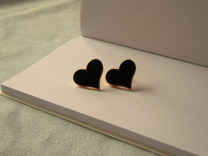Heart shaped earrings with golden colour edge