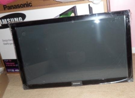 Samsung PN42B450 42-Inch 720p Plasma HDTV - cracked screen - (AS IS)