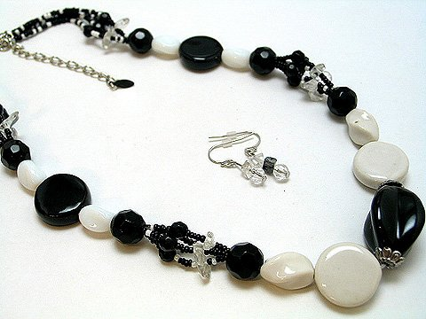 BLACK & OFF WHITE CERAMIC CRYSTAL SET