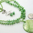 CHUNKY GREEN LUCITE PEARL SHELL SEED BEAD NECKLACE SET