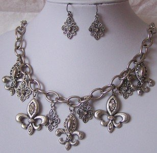 NEW GRAY GREY SILVER P FRENCH FLEUR DE LIS NECKLACE SET