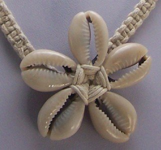 BROWN CREAM WHITE CHUNKY SHELL FLOWER WESTERN NECKLACE