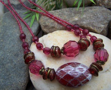 NEW RED MULTIROW SEED BEAD NECKLACE SET