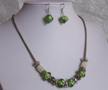 NEW GREEN WHITE GLASS LAMPWORK  SILVER P NECKLACE SET