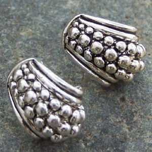 NEW  SILVER TONE TEXTURED PIERCE EARRINGS