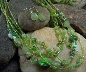 NEW BOHO GREEN GLASS MOP MIXED SEED BEAD NECKLACE SET
