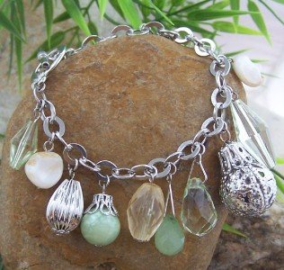 NEW GREEN SILVER TONE NATURAL SHELL CHARM BEAD BRACELET