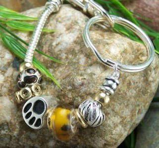NEW EUROPEAN ANIMAL PAW PRINT PURSE BRACELET KEYCHAIN