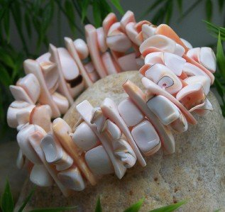 NEW ORANGE WHITE NATURAL SEAL SHELL BANGLE BRACELET