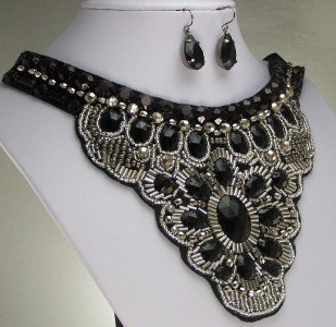 NEW UNIQUE BLACK BIB STATEMENT CHOKER NECKLACE SET