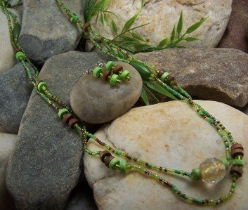 NEW BOHO GREEN LONG MIXED WOOD SEED BEAD NECKLACE SET
