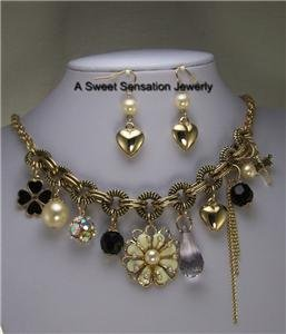 BLACK OFF WHITE FLOWER PEARL HEART CRYSTAL NECKLACE SET