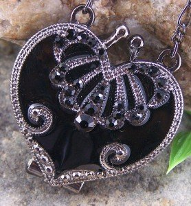 NEW ANTIQUE STYLE BLACK CRYSTAL HEART LOCKET NECKLACE