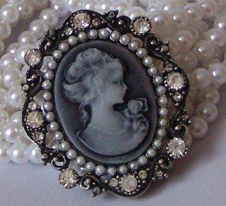 LADY CAMEO BLACK WHITE MULTISTRAND FAUX PEARL BRACELET