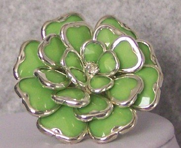 GREEN CHUNKY FLOWER FLORAL COCKTAIL RING