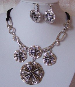 CHUNKY SILVER P METAL CIRCLE BLACK NECKLACE SET