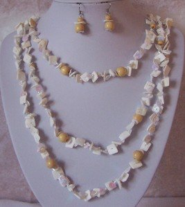 BEIGE OFF WHITE NATURAL SHELL WOOD MIXED NECKLACE SET