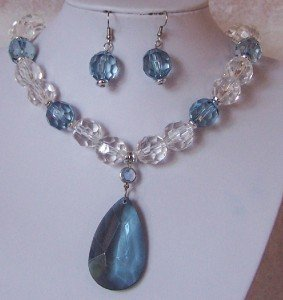 BLUE CLEAR LUCITE NECKLACE SET