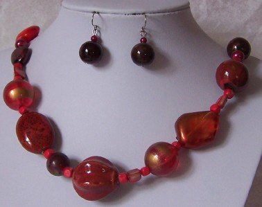 RED SIAM CERAMIC WOOD RESIN MIXED BEAD NECKLACE SET