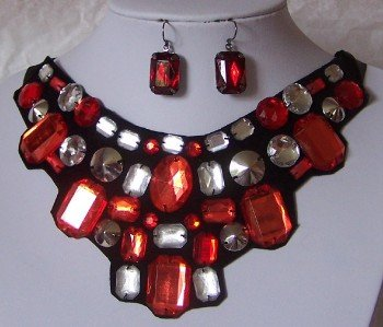 RED SIAM CLEAR BLACK JEWELED BIB STATEMENT NECKLACE SET