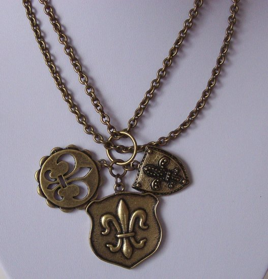 French Fleur De Lis Flower Antique Style Gold Tone Necklace