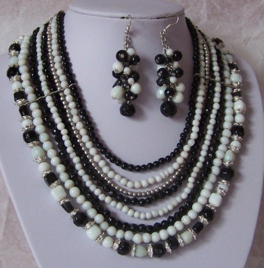 Black White Mixed Bead Glass Necklace Set