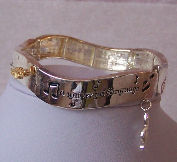 MUSICAL LOVER MUSIC IS A UNIVERSAL LANGUAGE BRACELET