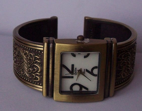 Antique Style Gold Tone Bangle Bracelet Watch