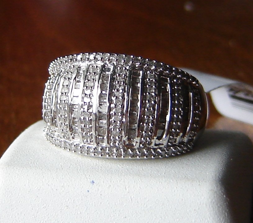 .75 ctw diamond cocktail ring   size 7  NWT