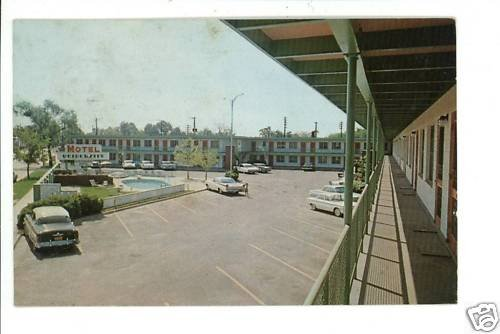 AUGUSTA GA GEORGIA UNIVERSITY MOTEL 1961 CARS  POSTCARD