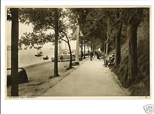 WEYMOUTH UK THE NOTHE WALK VINTAGE POSTCARD BOATS WADES