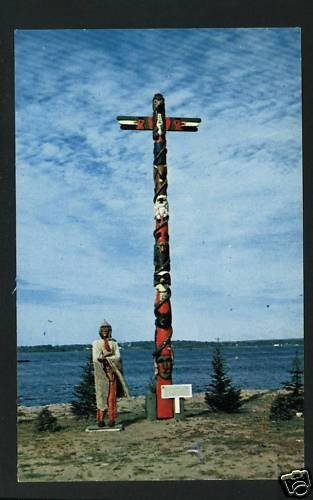 SAULT STE MARIE MI MICHIGAN INDIAN TOTEM POLE POSTCARD