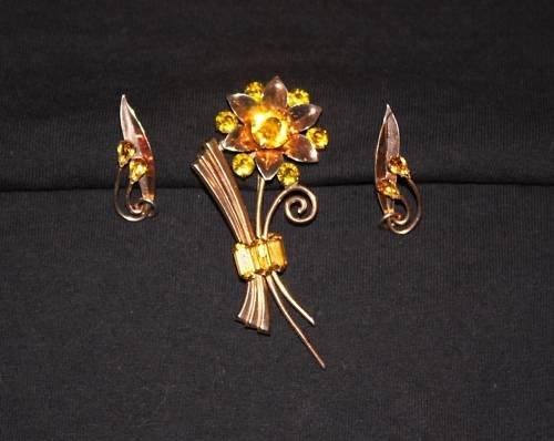Vintage Brooch Earrings  Daisy Vermeil Parure 1940s